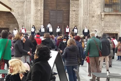 Ascoli, Piazza del Popolo gremita per la difesa della legge 194