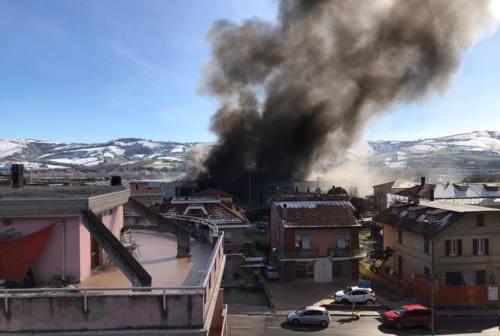Incendio di pannelli fotovoltaici all'Interporto di Castel di Lama. Spento in serata