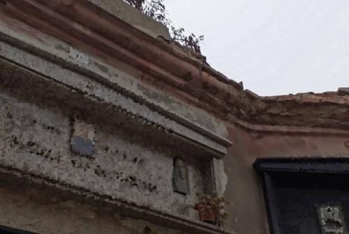 Degrado urbano, Prima c'è Pesaro: «Al cimitero di Pozzo Alto tombe inagibili»