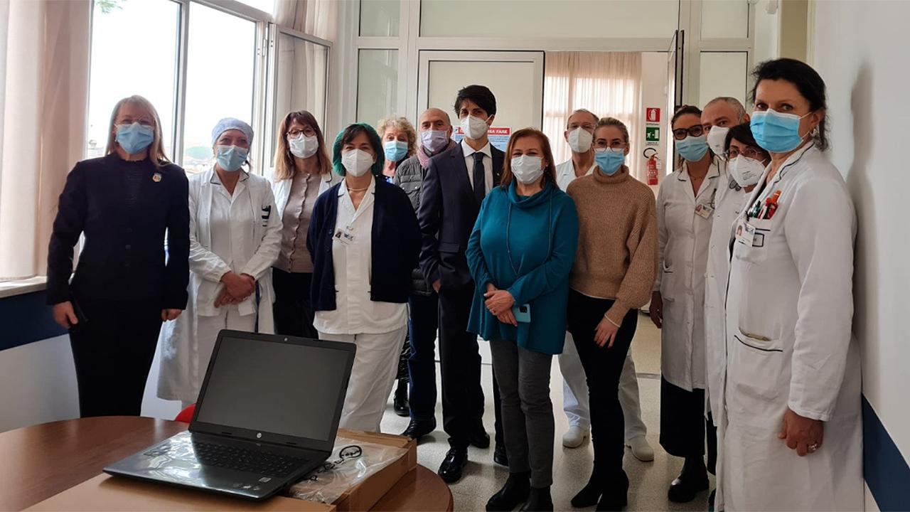 Dal Rotaract l'ultimo gesto per l'ospedale di Senigallia: donati cinque pc