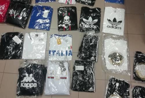 Urbino, sorpreso con magliette griffate false: denunciato
