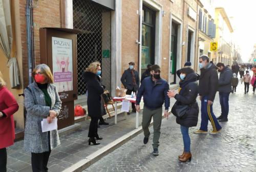 Jesi, fontana dei Leoni: Piazzalibera al sindaco: «Noi andiamo avanti»