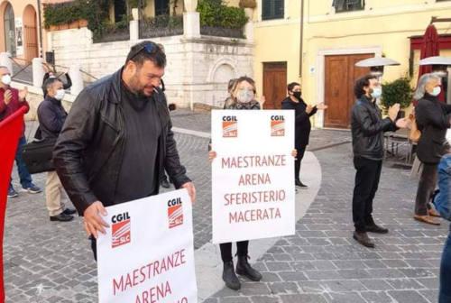 Macerata, in piazza i lavoratori dello spettacolo: «Basta ristori, servono misure strutturali»