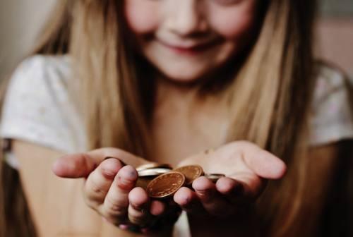"""Dare la """"paghetta"""" ai figli è educativo? Parola alla psicologa"""
