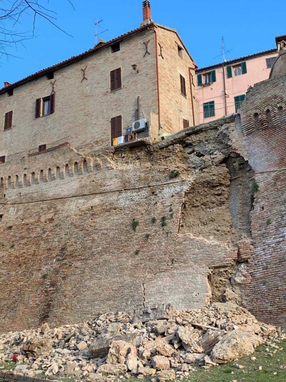 La porzione delle storiche mura di Corinaldo crollate il 18 febbraio