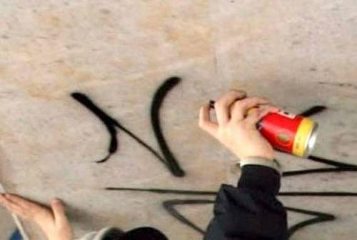 Monte Roberto, scritte offensive verso una ragazzina sul muro della palestra: l'autore ha 11 anni