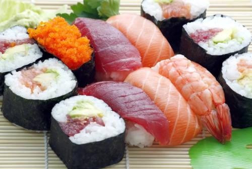 Pesaro, rubano sushi all'Iper Coop e scappano: due denunce