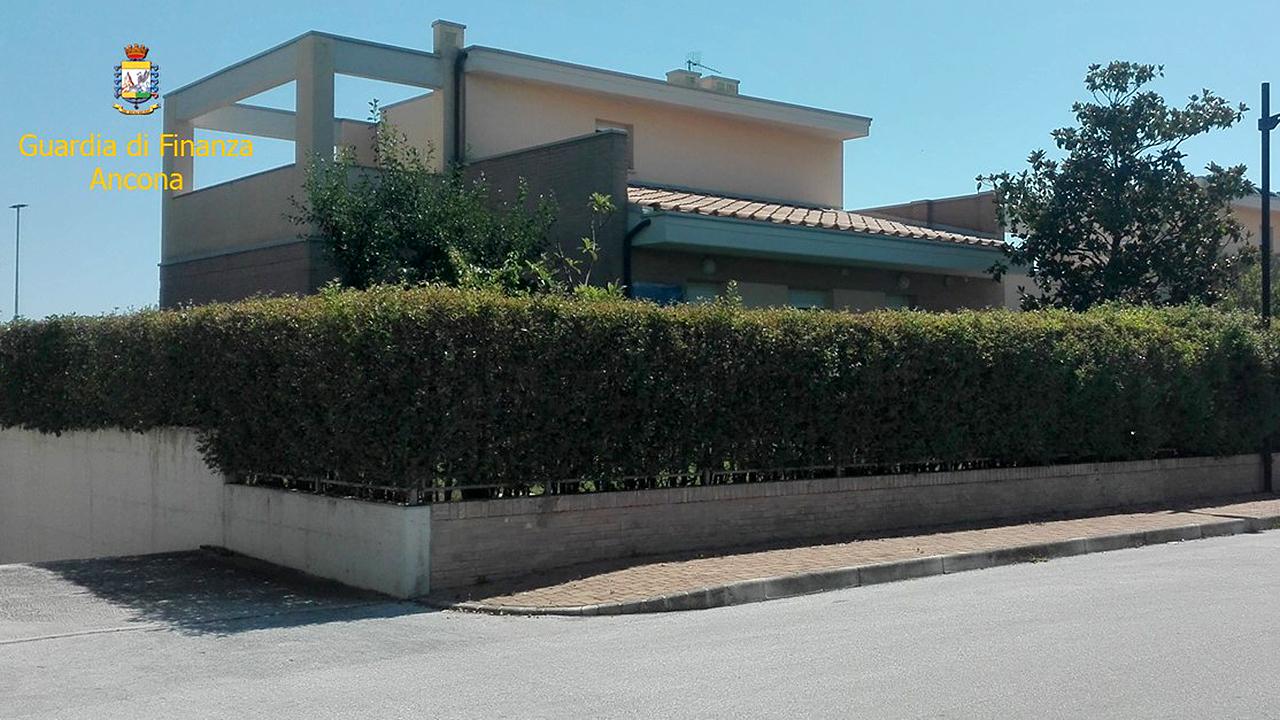 La villa confiscata dalla Guardia di Finanza a un senigalliese indagato per truffe e bancarotta fraudolenta