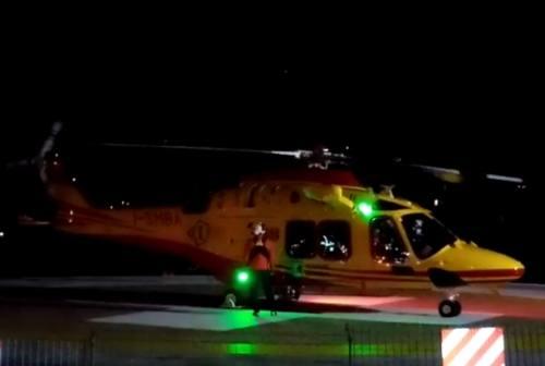 Ancona, polemiche sull'elisoccorso notturno. Il primario: «Stiamo volando quasi ogni notte»