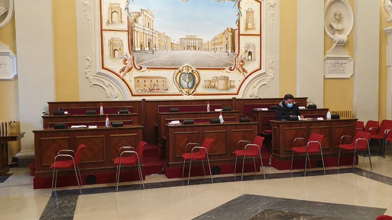 Vuoti i banchi dell'opposizione a Senigallia durante la commissione bilancio