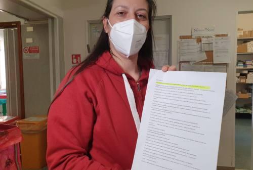 Ancona, infermiera coccola il bambino positivo al covid: «Non ci ho pensato due volte, mi sono messa vicino per consolarlo» – VIDEO