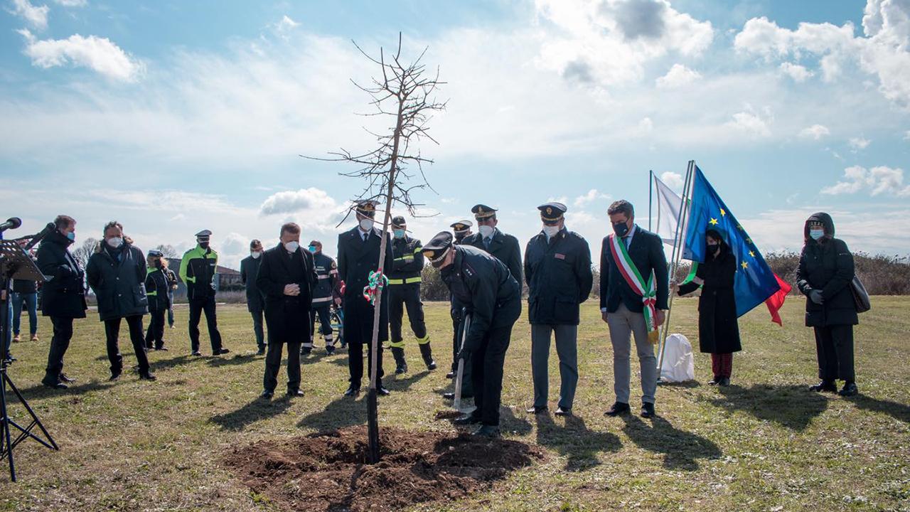 A Fano un bosco per ricordare le vittime del Covid-19