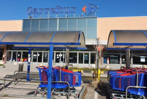 Carrefour chiuso due giorni, in vendita merce non alimentare