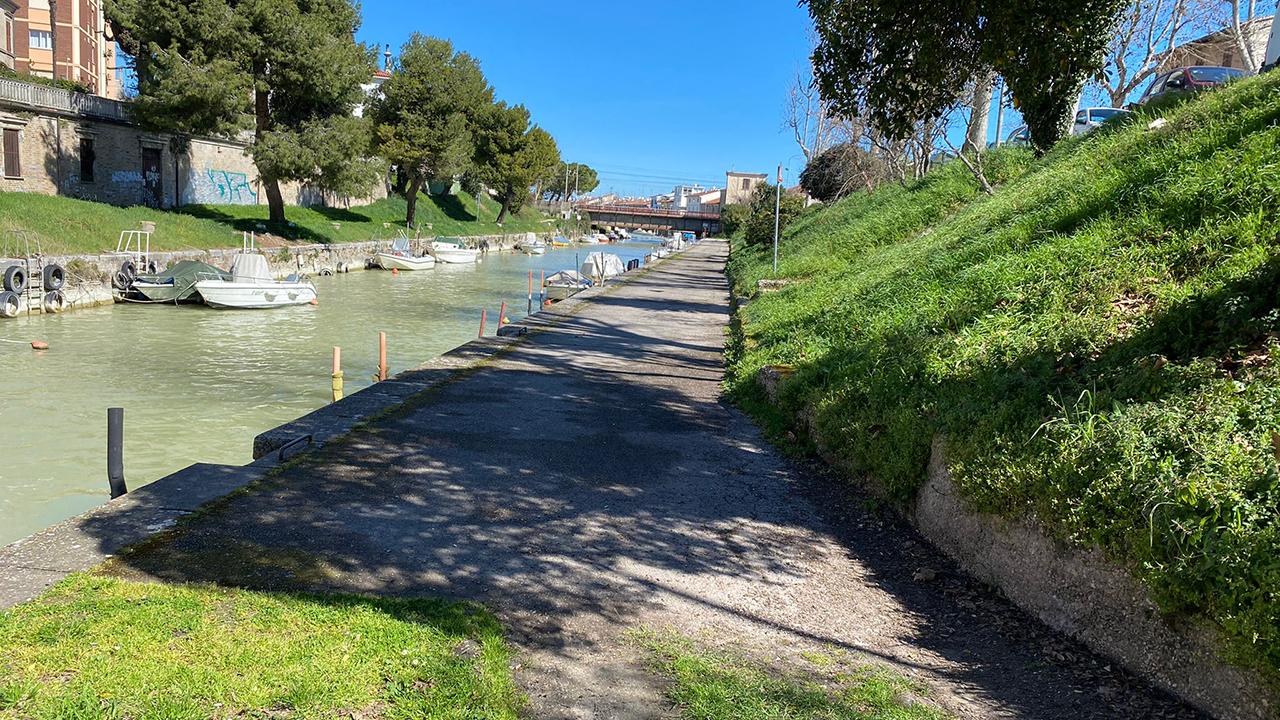 La passeggiata romantica sulla Darsena Borghese