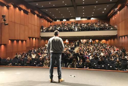 Luca Pagliari, un moderno cantastorie contro il cyberbullismo: «Nulla come una storia è in grado di trasformarsi in esperienza»