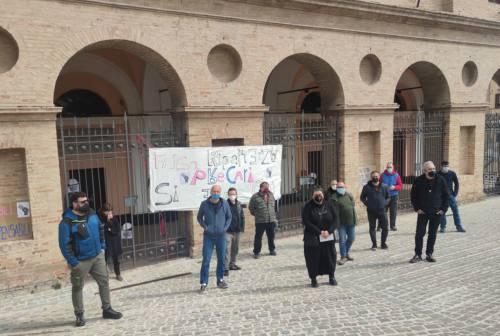 Macerata, protesta dei lavoratori dello spettacolo: «Basta false ripartenze, vogliamo lavorare»