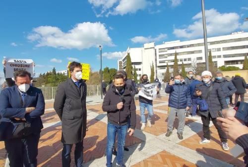 Sit-in ambulanti Marche, l'appello: «Chiediamo un anno bianco»