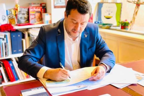 Salvini sull'Hotel House di Porto Recanati: «Tolleranza zero sui fortini dell'illegalità»