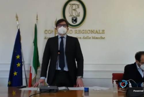 Marche, in Consiglio regionale si ricorda Carlo Urbani. Latini: «Medico ed eroe»