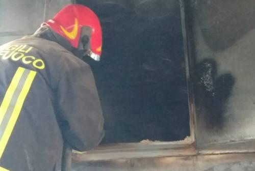 Paura a Fabriano: a fuoco segatura nel silos, danni ingenti in una falegnameria