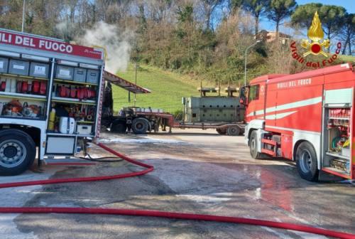 Tolentino, camion in fiamme. Nessun ferito