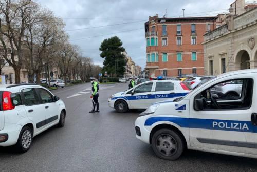 Ancona in zona rossa: «La mascherina è inutile, io non la metto» multato dalla Polizia Locale