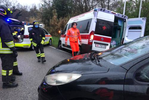 Ancona, auto contro ambulanza: 4 persone ferite