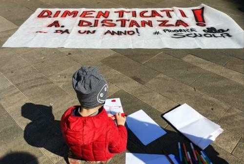 Sciopero in 60 piazze italiane per dire no alla Dad. Anche ad Ancona corre la protesta