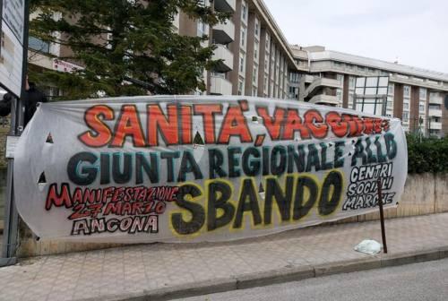 """""""Marche allo sbando"""", nuove manifestazioni dei centri sociali: sanità e vaccini sotto i riflettori"""