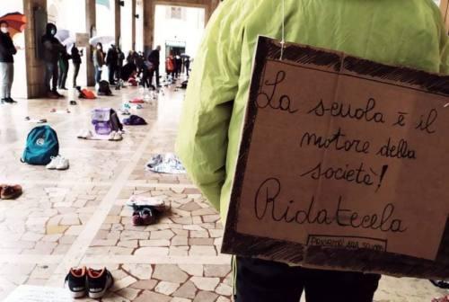 Sciopero della Dad, sit in al Campus di Pesaro per chiedere di tornare in classe