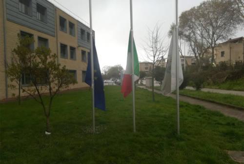 Vittime del Covid, bandiere a mezz'asta in Provincia di Ancona