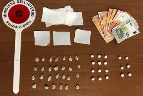 Pesaro, in bus con le palline di eroina in bocca: arrestato