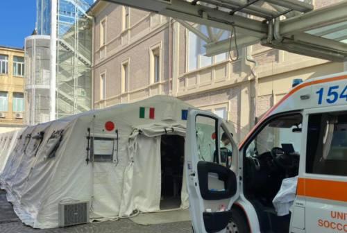 Gnudi, pronto soccorso di Pesaro: «Tende da campo piene, ogni festa abusiva ci allontana dal toglierle»