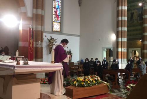 Jesi, commozione ai funerali di Gullace: «Oggi Pino sarai in paradiso»