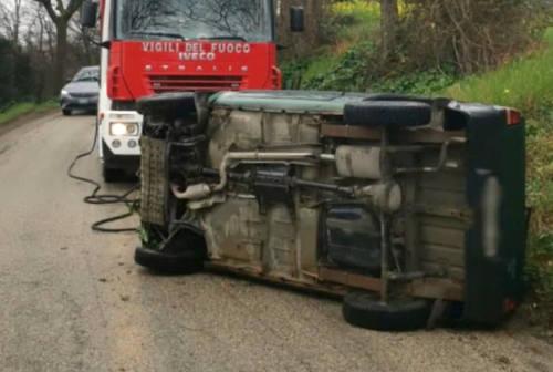 Rimorchio contro il ponte, auto rovesciata: doppio incidente a Senigallia
