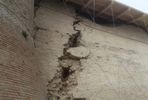Altre crepe sulle mura storiche di Corinaldo, si temono cedimenti