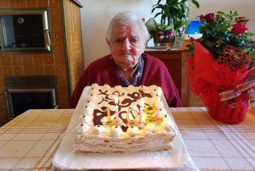 Monte Roberto: super nonna Irma prima sconfigge il Covid poi festeggia i suoi 104 anni