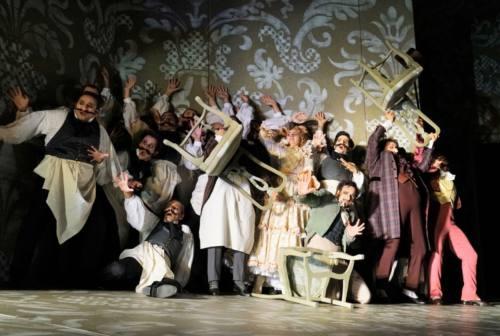 Fiorello ironizza sulla lirica a Sanremo, da Pesaro arriva l'invito al Rossini Opera Festival