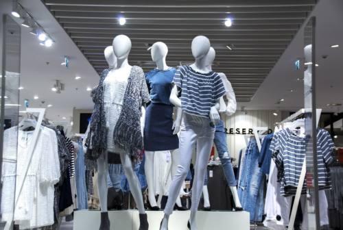 Pesaro Urbino, -41% sull'abbigliamento. E in zona rossa si fermano 594 attività