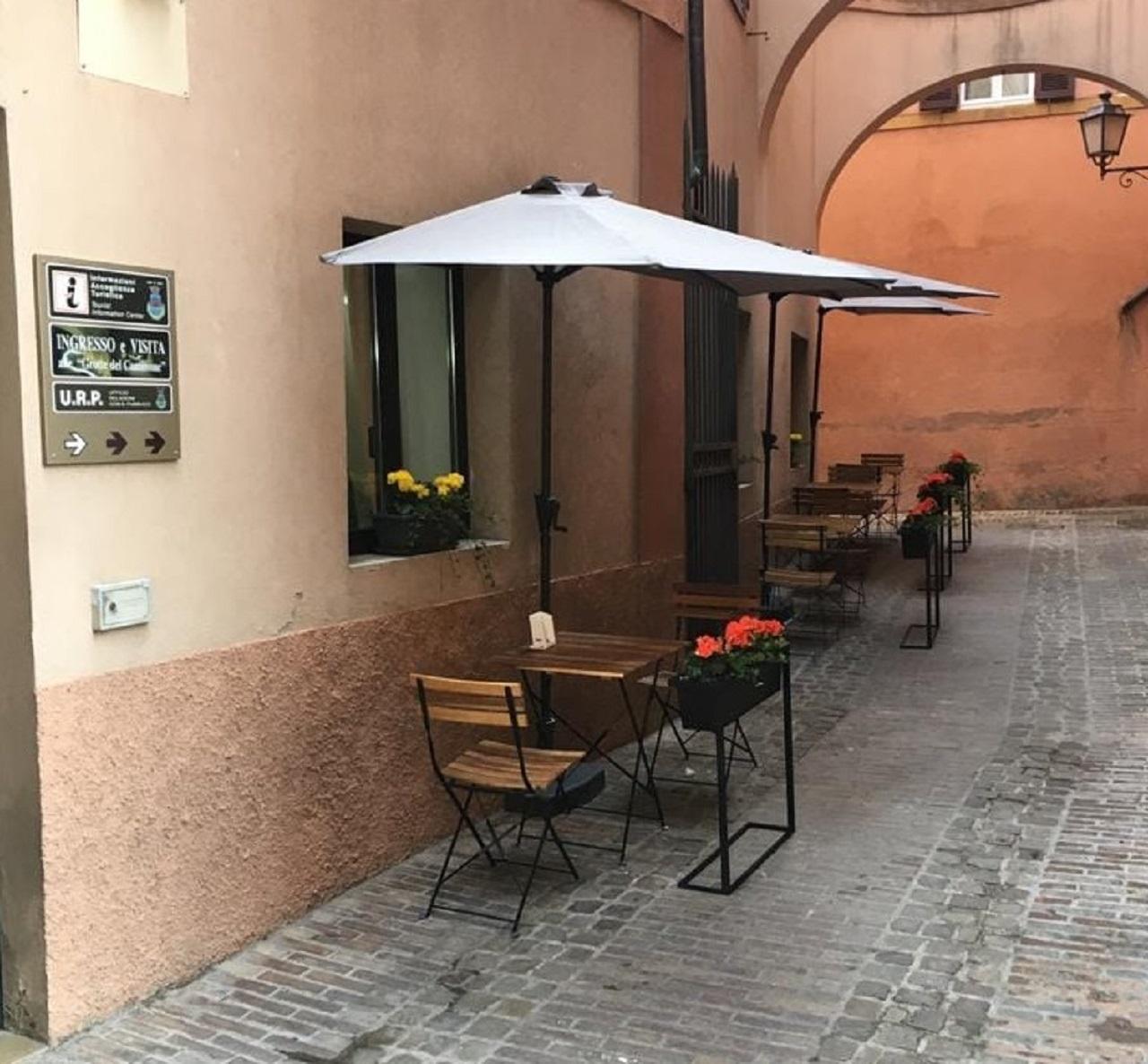 Un nuovo dehors a Osimo (bar Pierino)