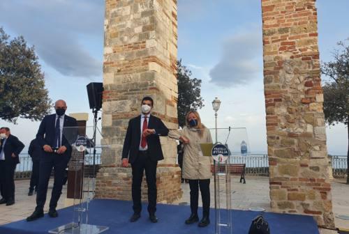 Meloni a Numana certifica il buon governo Acquaroli. Il presidente: «Sostegno morale e politico importante» – VIDEO
