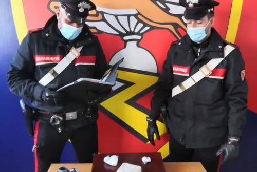 Ancona, droga nascosta nello stereo dell'auto: arrestato un corriere