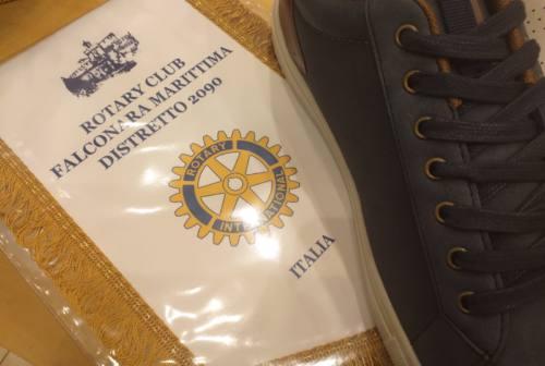 Rotary Falconara, calzature e sacchi a pelo donati all'associazione RiBò per aiutare chi vive in strada