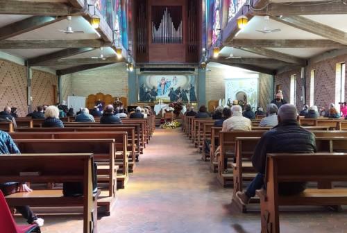 Ancona, l'ultimo saluto al poeta Scarabicchi tra lacrime e commozione della sua gente