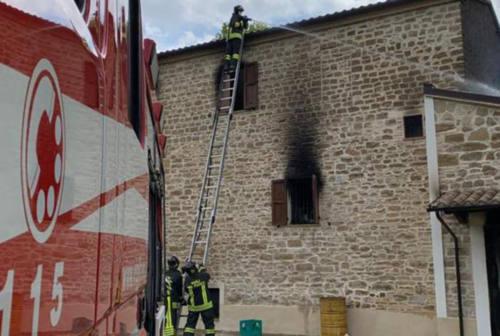 Maiolati Spontini, incendio in una casa colonica: l'ombra del dolo