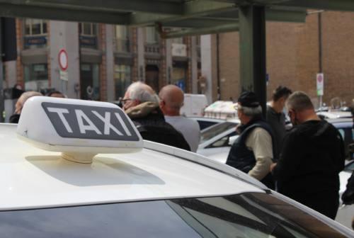 Mobilitazione comparto Taxi ad Ancona: «Settore rischia il collasso, fateci lavorare» – FOTO