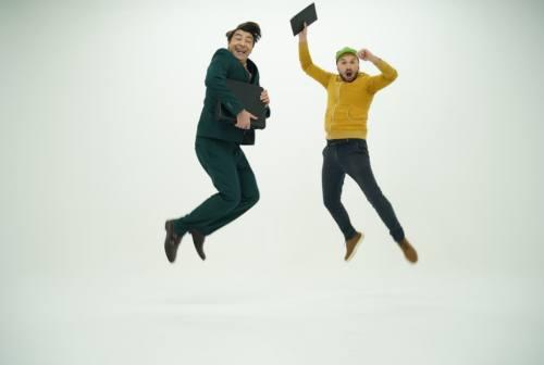 """Arriva """"Come accogliere un…"""": Mattia Toccaceli e Macchini nella web serie firmata Marche tube"""