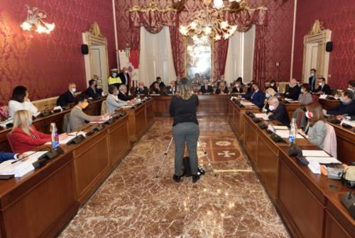 Due nuovi asili a Macerata, il progetto arriva in consiglio comunale. Ma il Pd affonda: «Solo aria fritta»