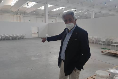 Macerata, ultimi lavori al nuovo centro vaccinazioni. «Aprirà l'8 aprile»