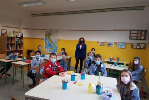 Mascherine ai bimbi delle scuole di Falconara, partita la consegna